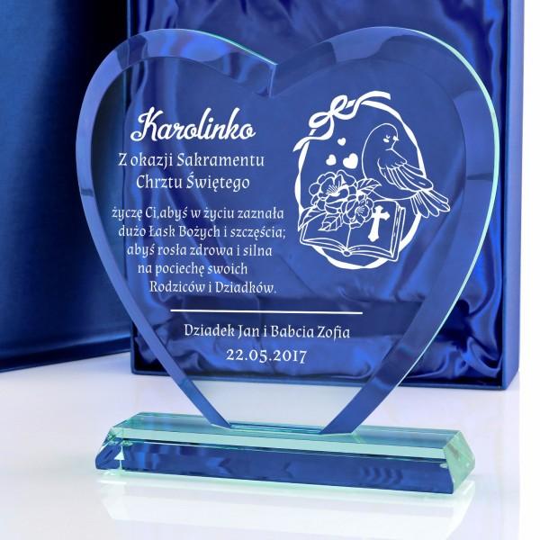 szklana statuetka serce z grawerem na prezent z okazji chrztu