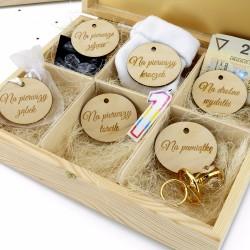 drewniana skrzynka na prezenty z grawerem