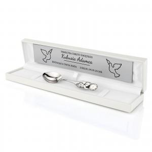 prezent na chrzest dla chłopca srebrna łyżeczka w pudełku z dedykacją