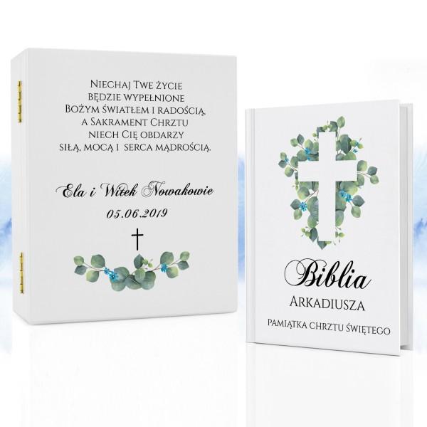 biblia na chrzest w pudełku z nadrukiem niebieski krzew